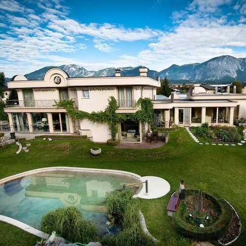 hotel-pool-sommer.jpg