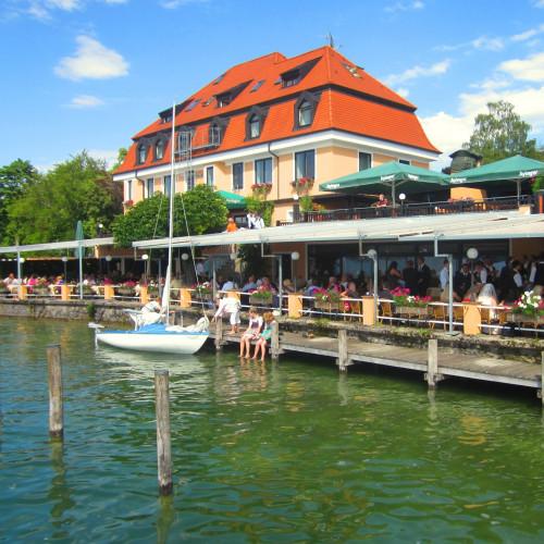 Restaurant mit Segelschiff.jpg
