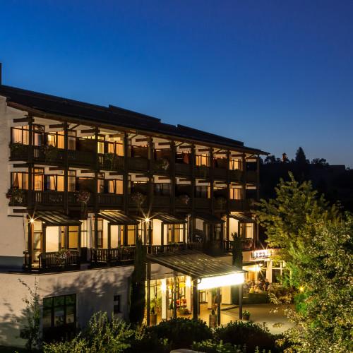 Außenansicht Hotel Residenz 002 abends.jpg