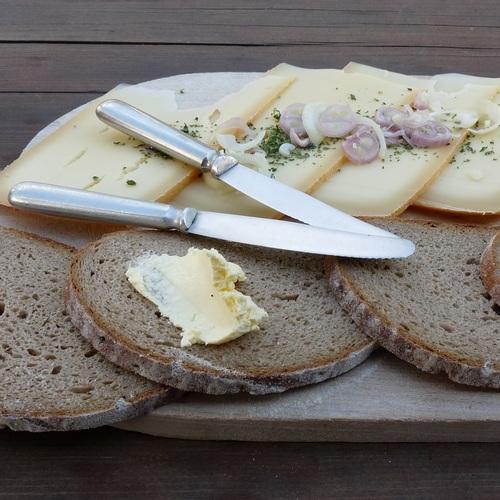 Käse und Butter auf einer Alp