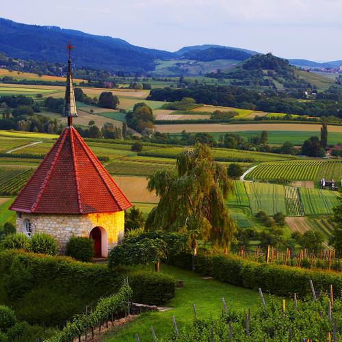 Blick auf die Oelbergkapelle bei Ehrenkirchen