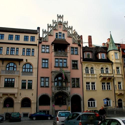 Richard-Wagnerstraße_in_der_Maxvorstadt by David Kostner CC BY SA 2.0 via wiki commons.jpg