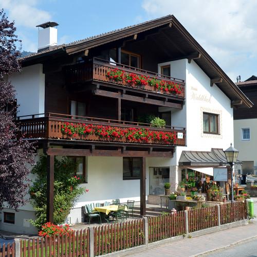 Haus-Waldblick-Plieseis-Annemarie-Dorfstrasse-103-Westendorf-Haus-Sommer.jpg