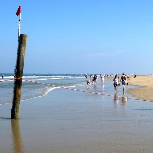 Am Strand an der weißen Düne auf Norderney