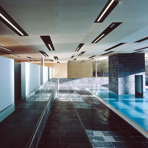 Das ARLBERG-well.com besticht im Inneren mit futuristischem Design_TVB St. Anton am Arlberg.jpg