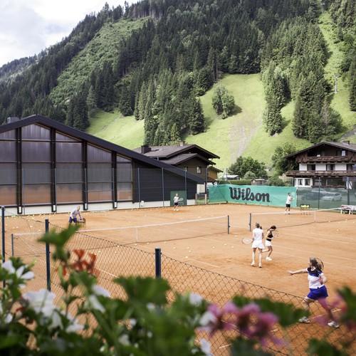 TennisanlagePlatzundHalle_Rauriserhof.jpg