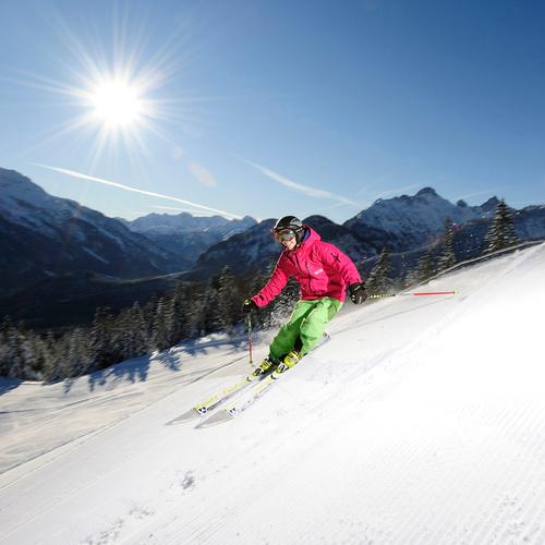 Skifahrer am Kranzberg in der Alpenwelt Karwendel