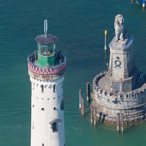 Lindau Hafeneinfahrt mit Leuchtturm und Löwe