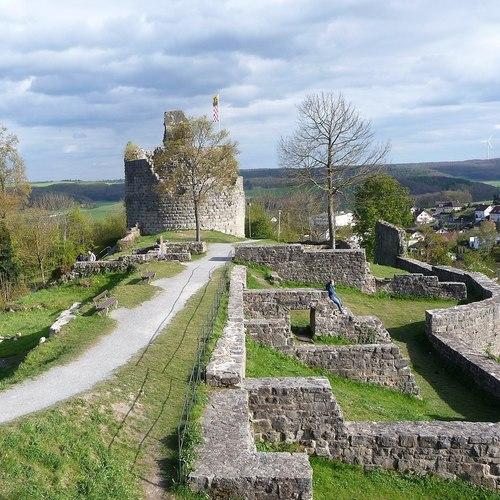 Burgruine Botenlauben_Immanuel Giel CC BY-SA 4.0 via Wikimedia Commons.jpg