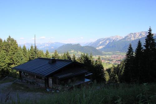 Ausblick von der Hündeleskopfhütte auf Pfronten