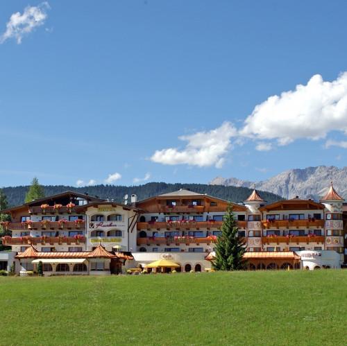 Hotel Residenz Hochland Seefeld Tirol Sommer 05.jpg