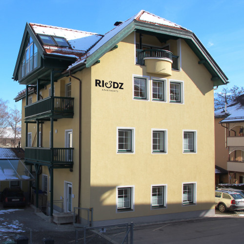 Riedz_Apartments_Logo2.jpg