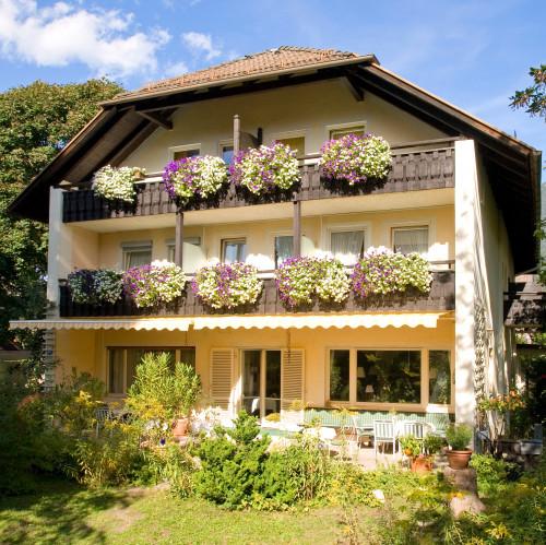 Hotelfassade_Bavaria_Herbst_web.jpg