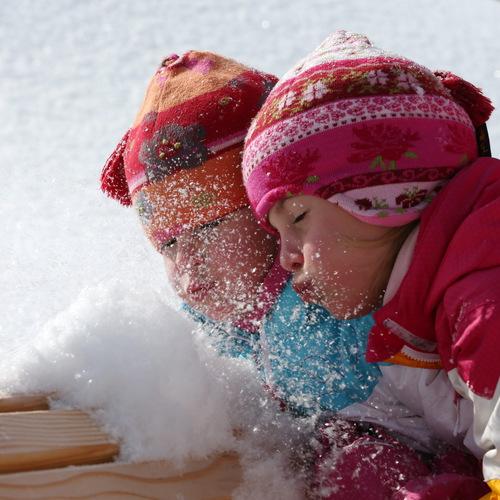 Kinder Schnee