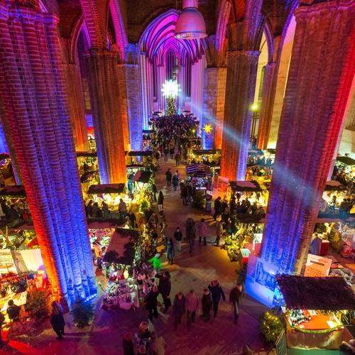 Weihnachtsmarkt in der St. Marienkirche in Frankfurt (Oder)