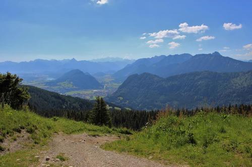 Blick vom Edelsberg auf das Pfrontener Tal