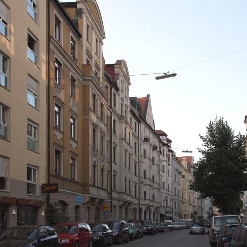 Muenchen_hanssachsstrasse_Glockenbachviertel by Tkx CC BY 3.0 via wiki commons.jpg