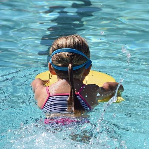 Schwimmen Pool Kind.jpg