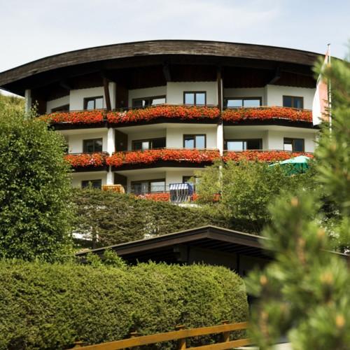 9 Hotelansicht Sommer.jpg