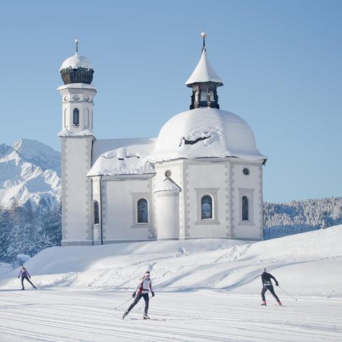 Langlaufen in Seefeld in Tirol beim Seekirchl