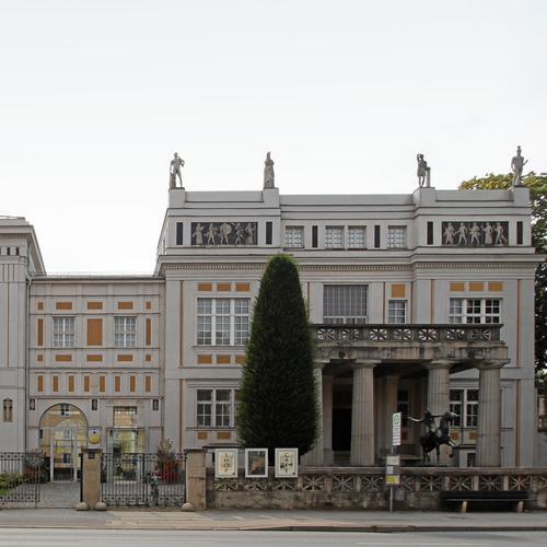 Villa_Stuck_(Munich)  byM(e)ister Eiskalt CC-BY-SA 4.0 via wiki commons.JPG