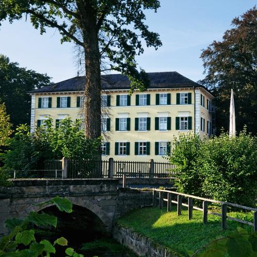 Schloss_Burgellern_Dorfblick.jpg