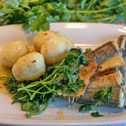 Hecht mit Kartoffeln und Spinat