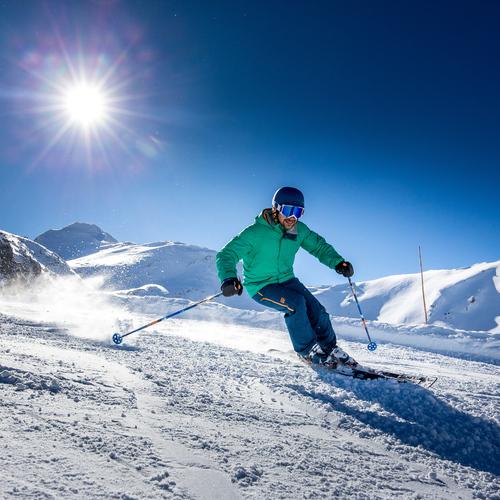 Skifahren_(c) Ikarus via Salzburger Sportwelt.jpg