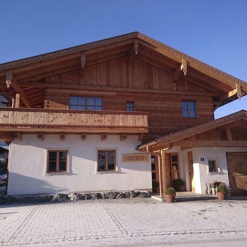hd_zirbelhotel_front1.JPG