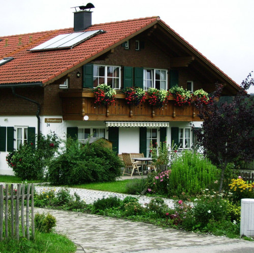 Photo Haus Sommer Alpine Gastgeber.jpg