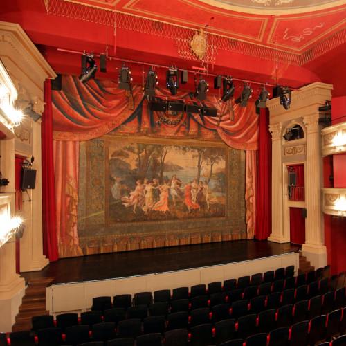 Blick_ins_Stadttheater_Kempten_(Foto_Hilarmont).jpg