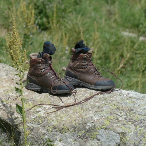 mountaineering-shoes-182910.jpg