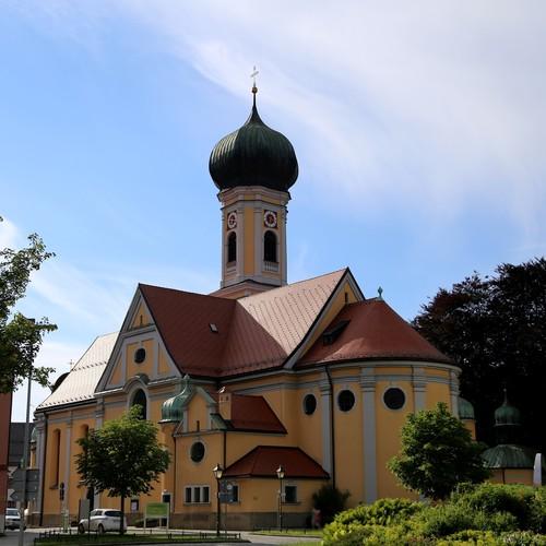 Stadtpfarrkirche St. Nikolaus_Rufus46 CC BY-SA 3.0 via wikimedia comons.jpg