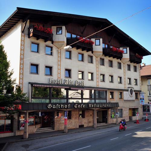 Hotel-Alte-Post-Silberberger-Andreas-Hofer-Platz-2-Haus-Sommer.jpg