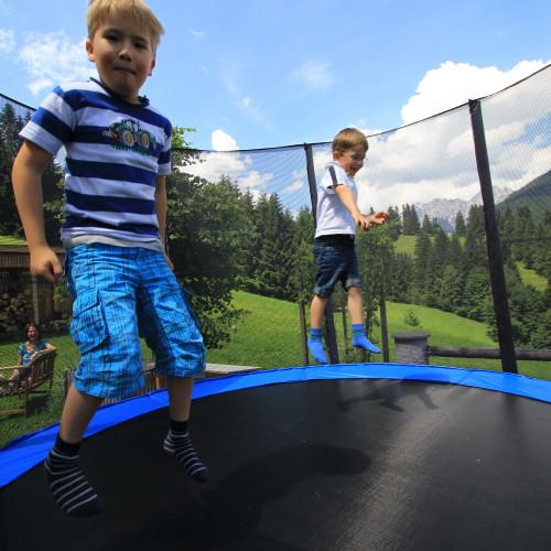 Spaß im Trampolin am Ferienhof Obertenn in Hochfilzen