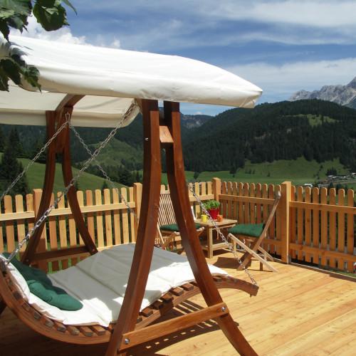 Aussichtsterrasse mit Schwebeliege am Ferienhof Obertenn, Hochfilzen
