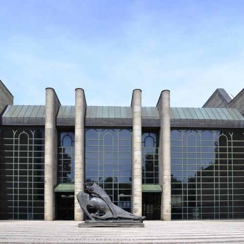 Neue_Pinakothek,_entrance by High Contrast  CC BY 3.0 de via wikimedia.jpg