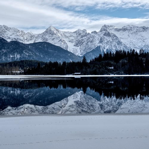 Barmsee im Winter_Tyrell pkd CC-BY-SA 4.0 via Wikimedia Commons.jpg