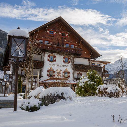Hotel Winter außen.jpg