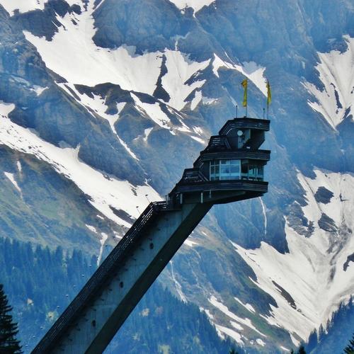 Skiflugschanze im Winter_qwesy qwesy CC BY 3.0 via Wikimedia Commons.jpg