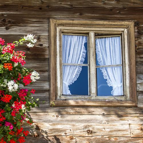 Bauernhaus mit Blumenschmuck