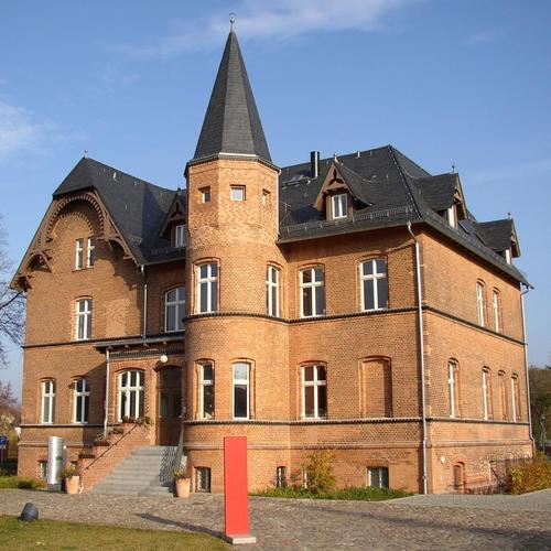 Schlossgut Altlandsberg_(c) Doris Antony CC BY-SA 3.0 via wiki commons.jpg