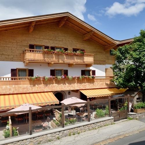 Cafe-Pension-Koller-Simone-Dorfstrasse-Brixen-Haus-Sommer.jpg