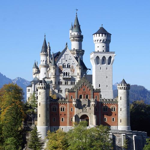 Schloss_Neuschwanstein_Tourist_Info_Schwangau.jpg