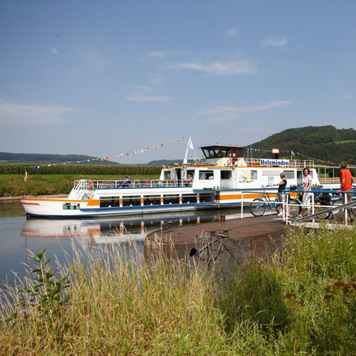 Schiff auf der Weser bei Reileifzen