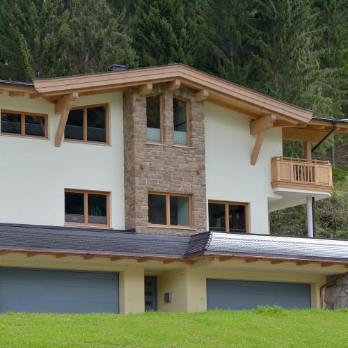 Appartement-Erlenau-Ellmau-Weissachgraben-1b-Rebecca-Exenberger-Haus-Sommer.jpg