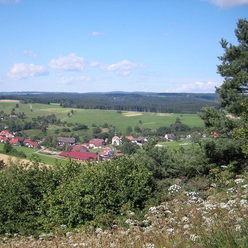 Blick ins Dorf vom Hausberg Hardt