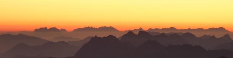 Alpenpanorama bei Sonnenuntergang