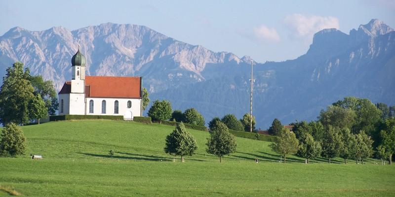 Kirche im Sommer in Rückholz