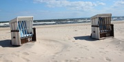 Strandkörbe an der Ostsee_Benreis CC BY 3.0 via wiki commons.jpg